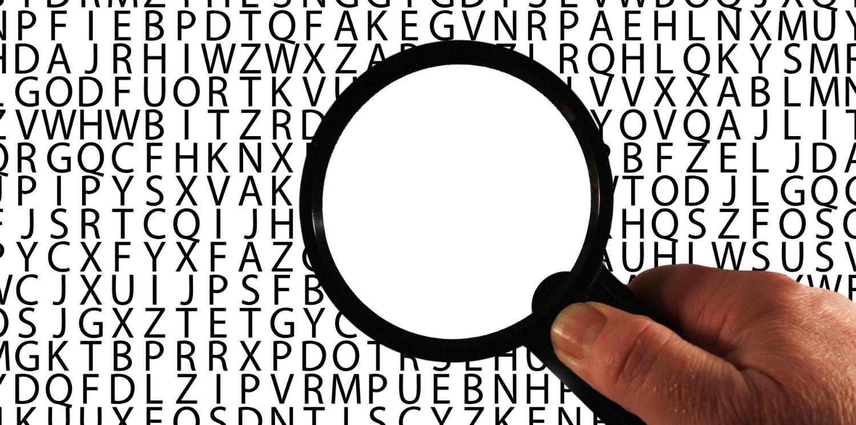 Ett förstoringsglas över bokstäver